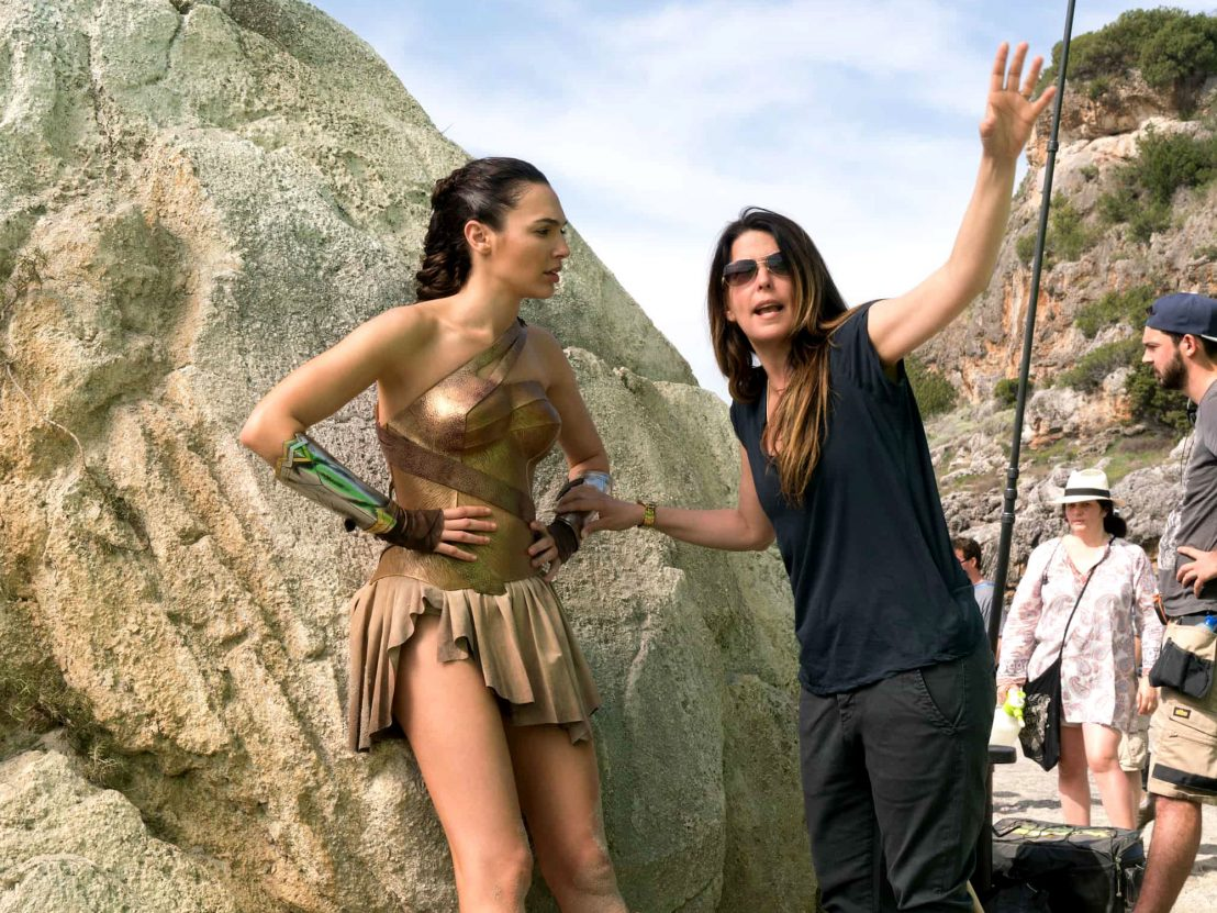 Patty Jenkins y Gal Gadot en el set de 'Mujer Maravilla'. Crédito: Little White Lies