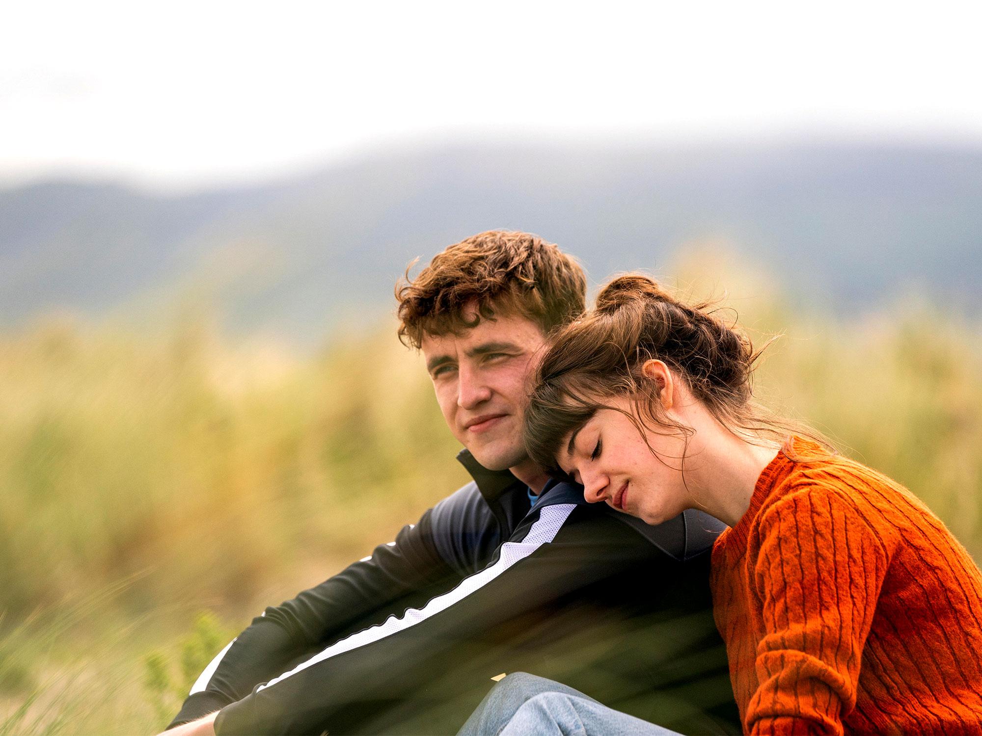 Daisy Edgar-Jones and Paul Mescal in Normal People