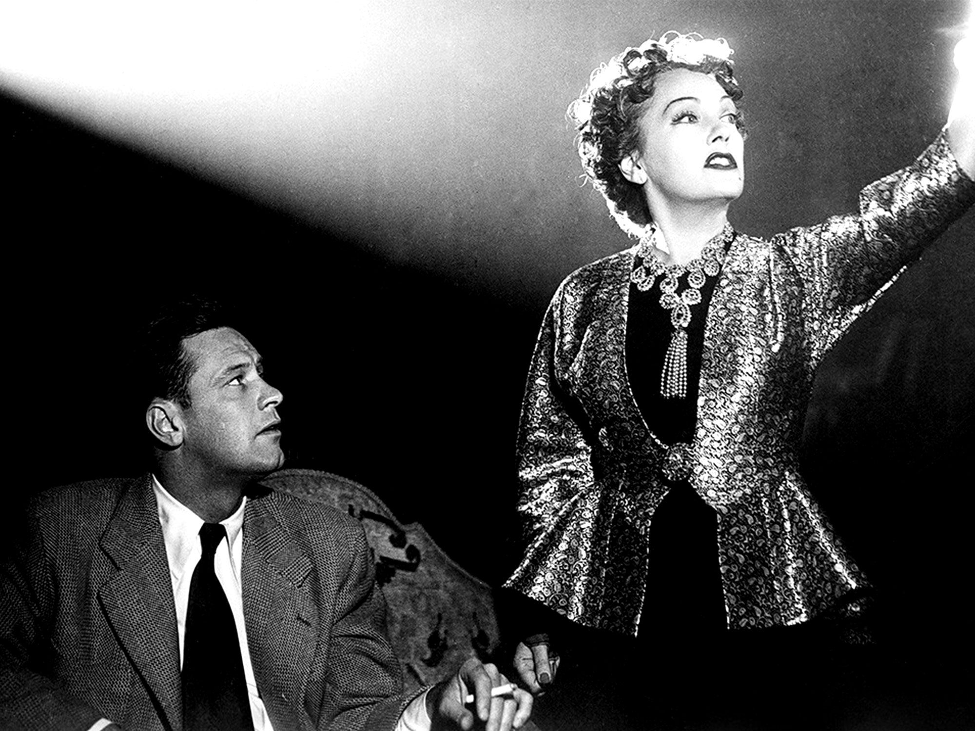 Gloria Swanson and William Holden in Sunset Blvd (1950)